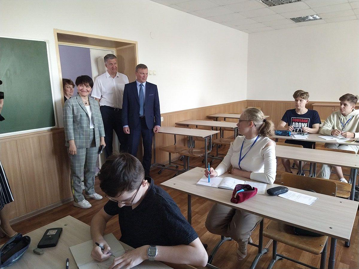 Андрей Фалейчик посетил копейчан-участников профильной смены в «Курчатов Центре»