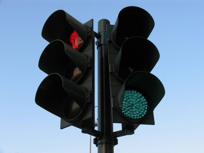 Вновь изменился режим работы светофоров на перекрестке Победы – Коммунистический