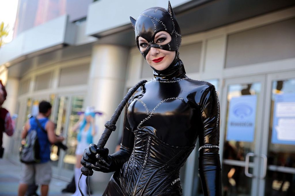 Catwoman_cosplayer_33483657440.jpg